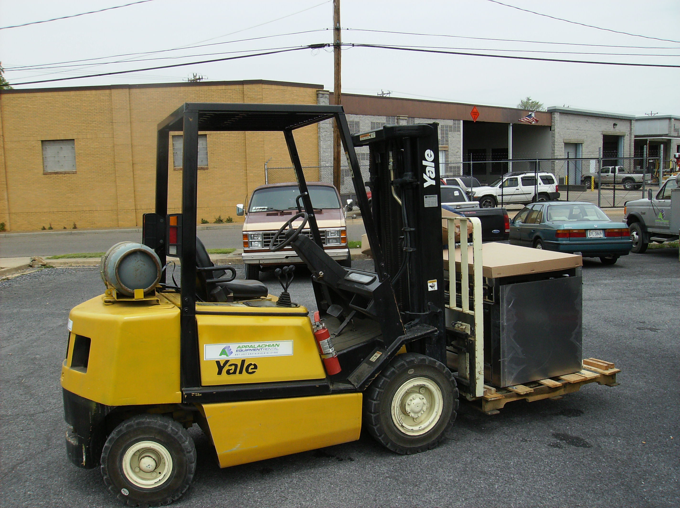 Yellow_forklift